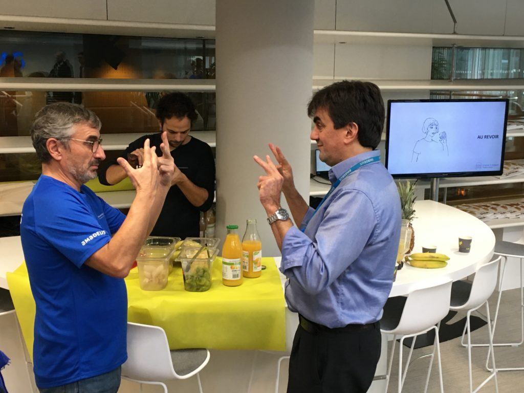smoothie french sign language